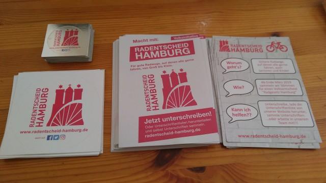 Flyer und Aufkleber des Radentscheid Hamburg