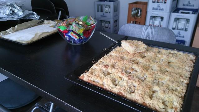 Streuselkuchen, Zitronenkuchen und Süßigkeiten