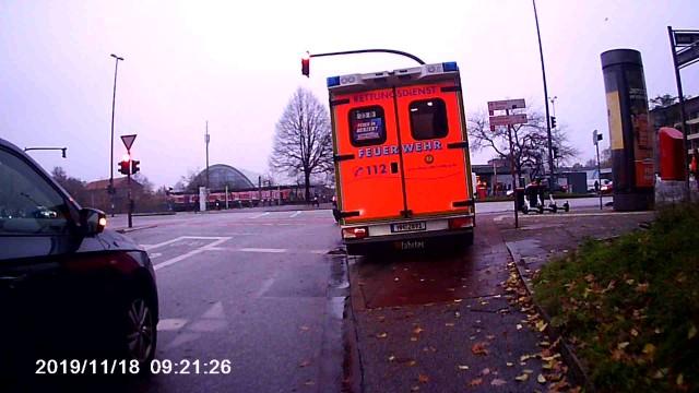 Krankenwagen auf Radaufleitung