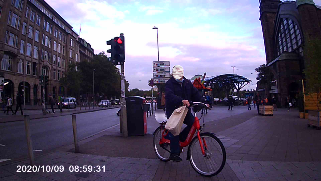 Radfahrer zieht erschrocken an mir vorbei