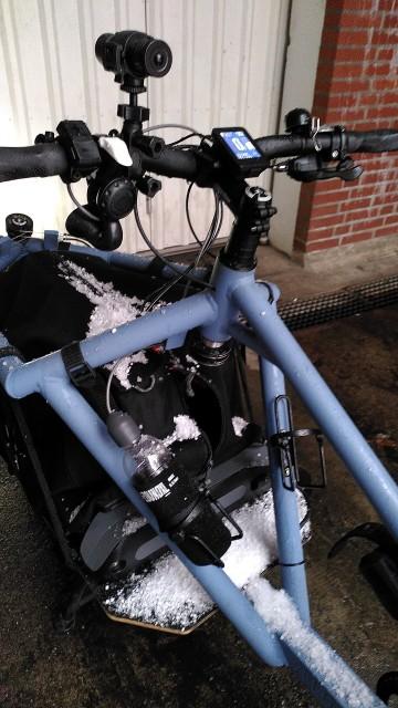 Fahrrad mit Hagelschicht