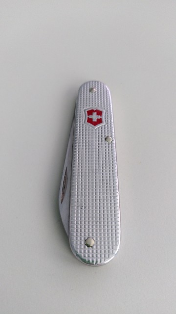 Silberfarbenes Taschenmesser von Victorinox