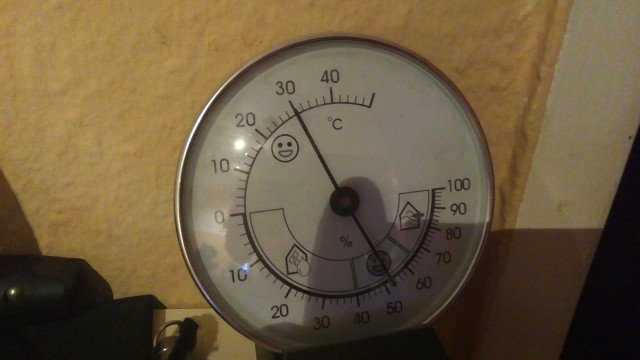 Thermometer zeigt 30°C