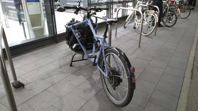 Lastenrad an Fahrradstellplatz mit ausreichend Platz