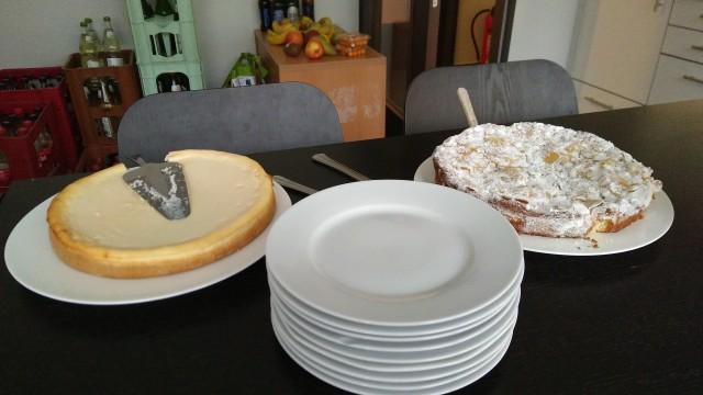 Käsekuchen und Apfelkuchen