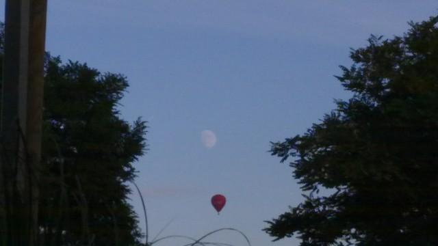Mond und Heißluftballon