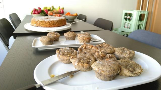 Muffins und ein Kuchen