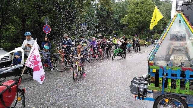 Seifenblasenmaschine auf Fahrrad