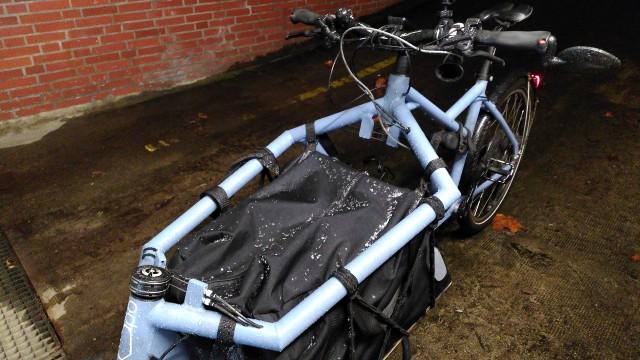 Nassgeregnetes Fahrrad
