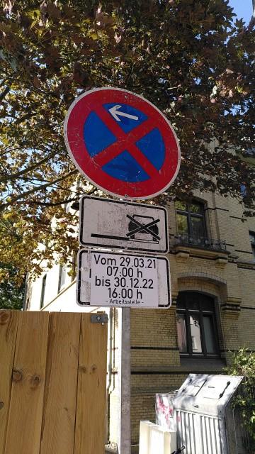 Parkverbot mit Zeitraumsangabe vom 15.03.21 07:00 Uhr bis 30.12.22 16:00 Uhr