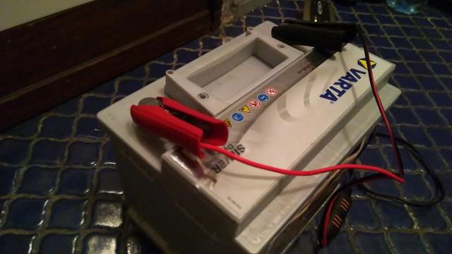 Autobatterie an Ladegerät