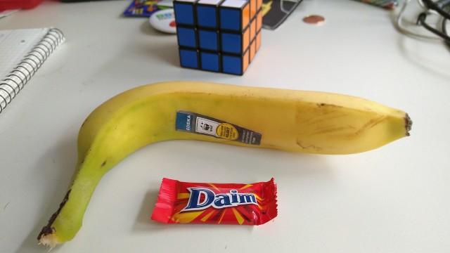 ein Daim, eine Banane